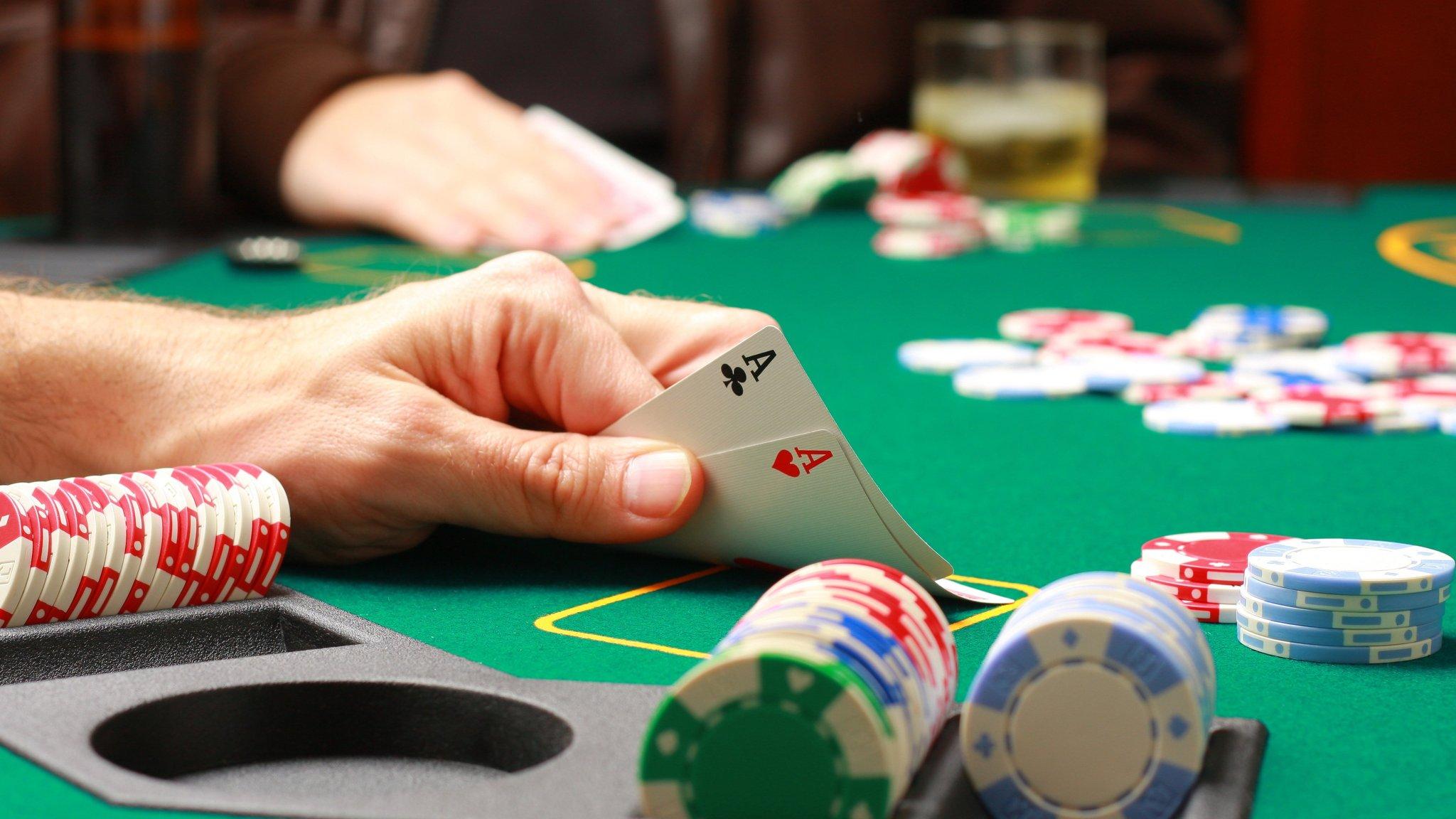 Poker domino online